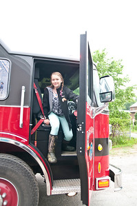 RES Top Read-a-thon Readers Arrive by Fire Truck