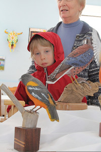 IMG_4335 JPG cabot townsend looks at bird carved by peter wynia