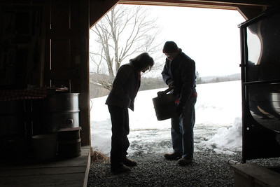 IMG_3439 JPG candice coburn of woodstock talks sap buckets with erwin fullerton at top acres farm