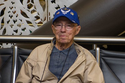 17 Honor Flight Departure 110.18.14-11