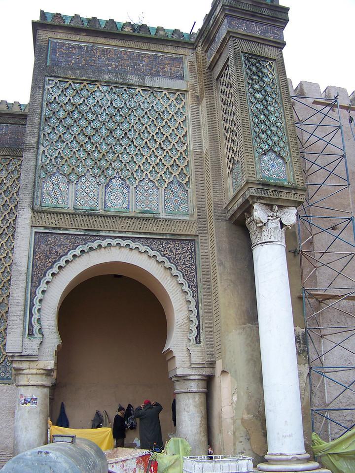 0038 - Right side portion of Bab Mansour El Alj Gate - Meknes Morocco.JPG
