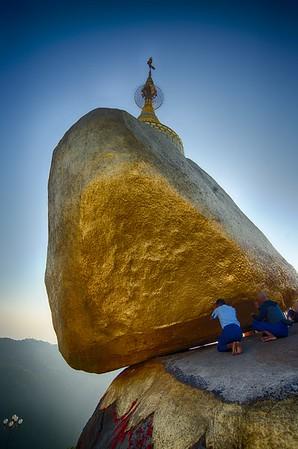 Devotion at Golden rock