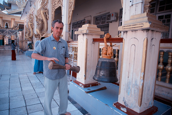 Ringing the bell at Mahamuni Paya