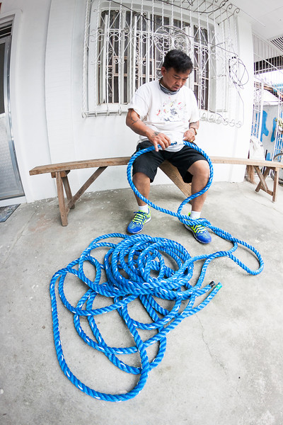 Prepping a rope for tug-of-war