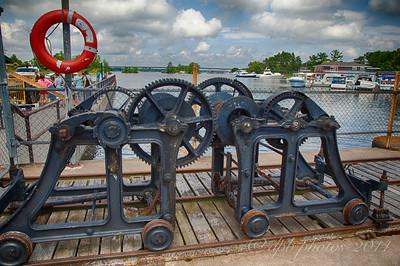 Lock Slouce-Gate Cranks