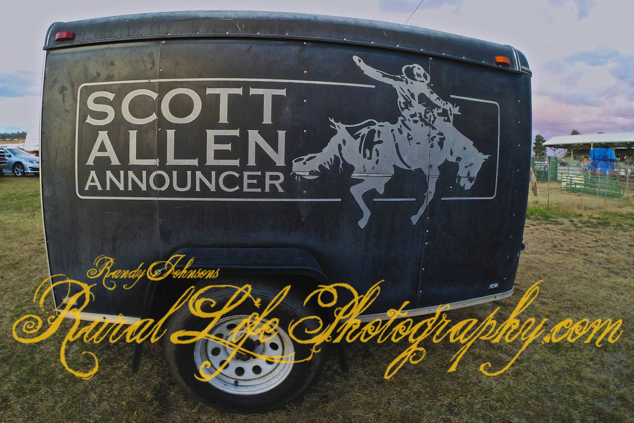After shooting Rodeos for over 5 years I finally got to meet Scott Allen at Sodbusters Friday morning .He does a great job announcing.