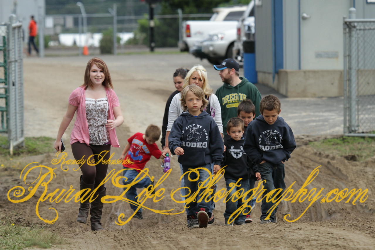 """Judging by these kids hoodie """"This ain't their first Rodeo"""""""