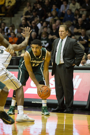 Gary Harris (14) prepares to dribble as head coach Tom Izzo looks on