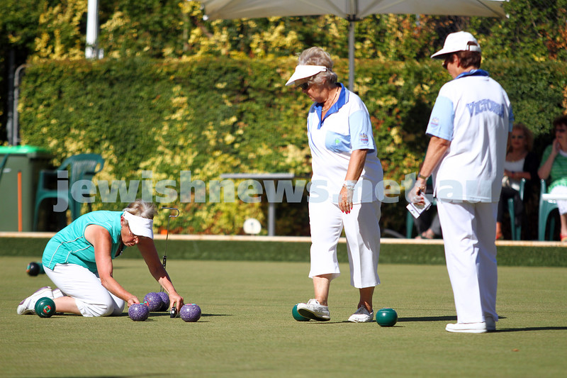 23-2-14. Victorian Jewish Lawn Bowls Championships. Caulfield Park Lawn Bowls Club. Rosemarie Todes measuring a bowl during the semi final. Photo: Peter Haskin
