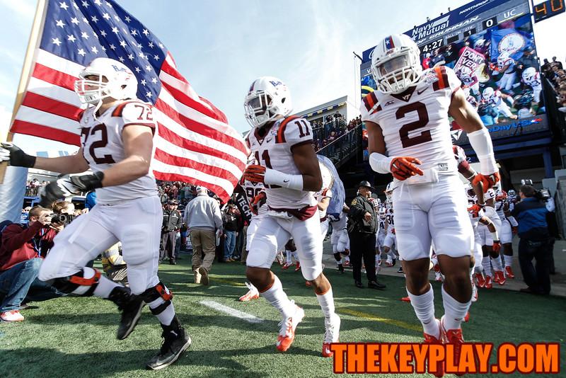 The Hokies run into Navy-Marine Corps Memorial Stadium to Enter Sandman. (Mark Umansky/TheKeyPlay.com)