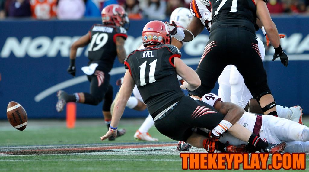 Cincinnati Bearcats quarterback Gunner Kiel (11) fumbles the ball after being hit by Virginia Tech Hokies linebacker Deon Clarke (40). (Michael Shroyer/TheKeyPlay.com)