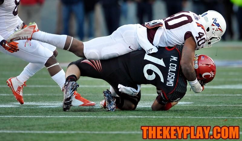 Virginia Tech Hokies linebacker Deon Clarke (40) hits and tackles Cincinnati Bearcats quarterback Michael Colosimo (16). (Michael Shroyer/TheKeyPlay.com)