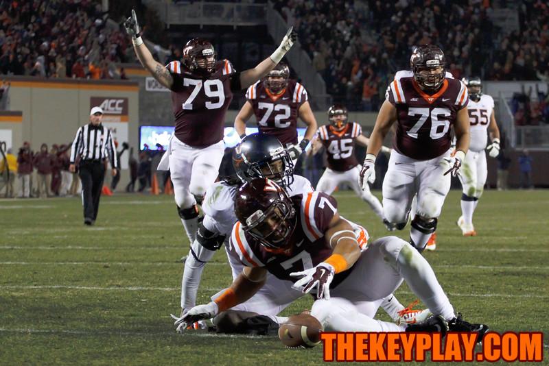 Bucky Hodges (7) scores the go-ahead touchdown in the 4th. (Mark Umansky/TheKeyPlay.com)