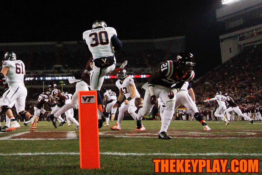 C.J. Reavis (21) blocks a UVa punt in their own end zone. (Mark Umansky/TheKeyPlay.com)