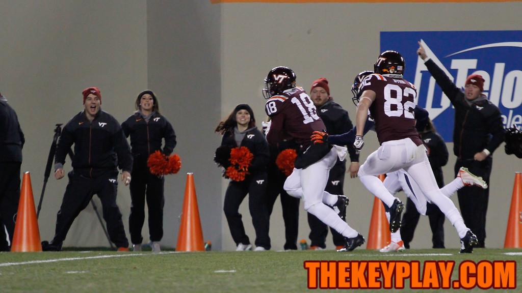 Cam Phillips runs free after a catch behind the UVa defense. (Mark Umansky/TheKeyPlay.com)