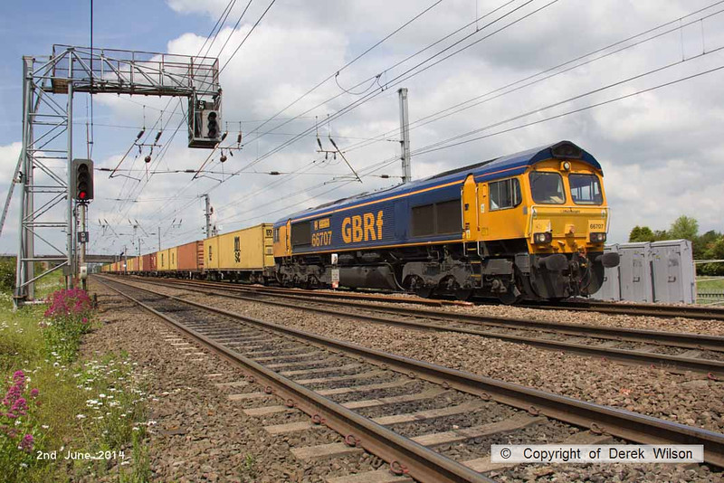 140602-064     GB Railfreight class 66/7 no 66707 Sir Sam Fay powers past Hatchet's Lane foot crossing, Newark, with Intermodal 4L78, the 12.00 Selby to Felixtowe North.