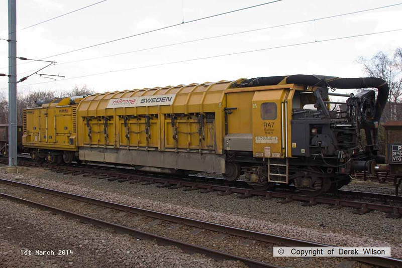 140301-016    Swedish Railvac no DR9970 9515 110-4 which had been brought to Newark from Totton for use overnight on the ECML.