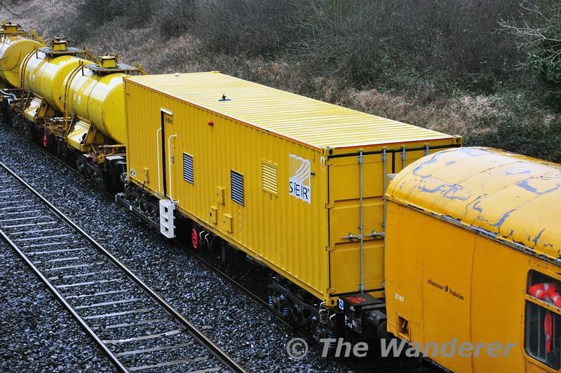 The Sperry Wagon, sandwiched between the weedspray train at Clonkeen with the 0945 Mallow - Portlaoise. Tues 02.04.14