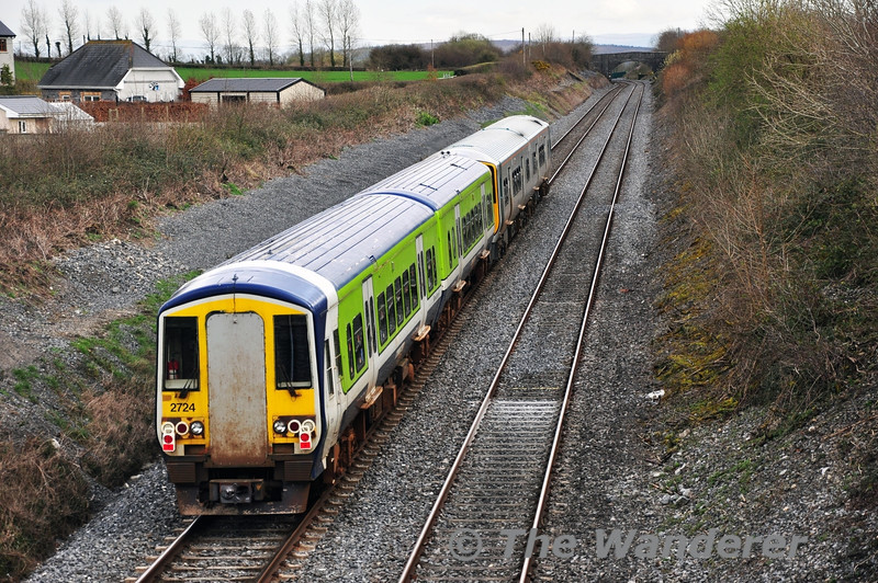 2724 + 2715 at the rear of the 1200 Limerick - Inchicore transfer at Killenard, Co. Laois. The stored unit was being hauled to Inchicore by 2813 + 2814 for further storage. Tues 01.04.14