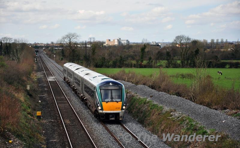 22029 passes Killenard with the 1120 Cork - Heuston. Tues 01.04.14