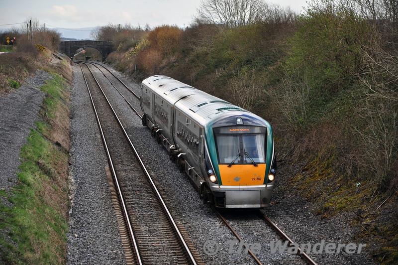 22007 passes Killenard with the 1320 Heuston - Portlaoise. Tues 01.04.14