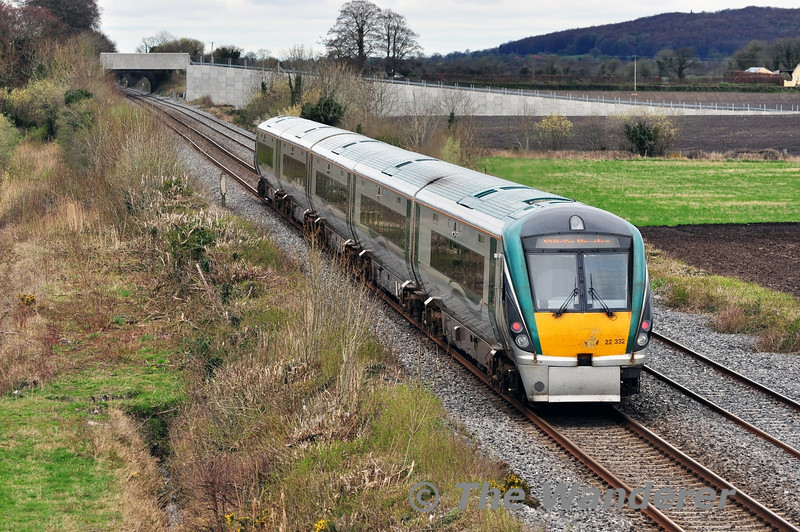 22032 heads to Heuston with the 1420 Portlaoise - Heuston Commuter service at Carn. Sat 05.04.14
