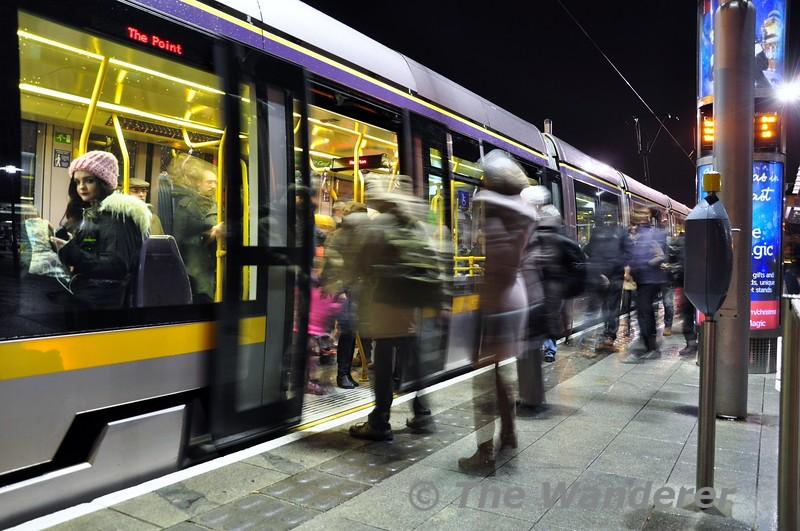 Passengers join 4009 at Heuston.  Fri 12.12.14