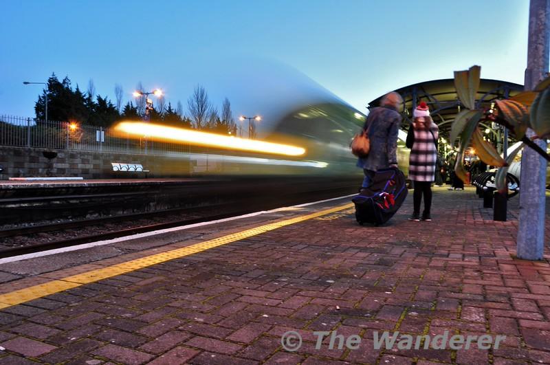 4007 arrives in a blur at Mallow. 1620 Cork - Heuston. Fri 12.12.14
