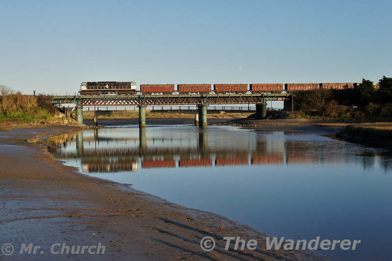 072 crosses Laytown Viaduct with the 1400 Alexandra Road - Tara Mines empty. Tues 02.12.14<br /> <br /> Photo courtesy of Mr. Church.