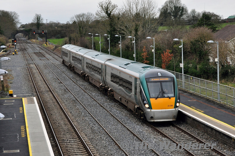 22026 arrives at Kildare Station with a well loaded 1100 Waterford - Heuston service. Sat 22.02.14