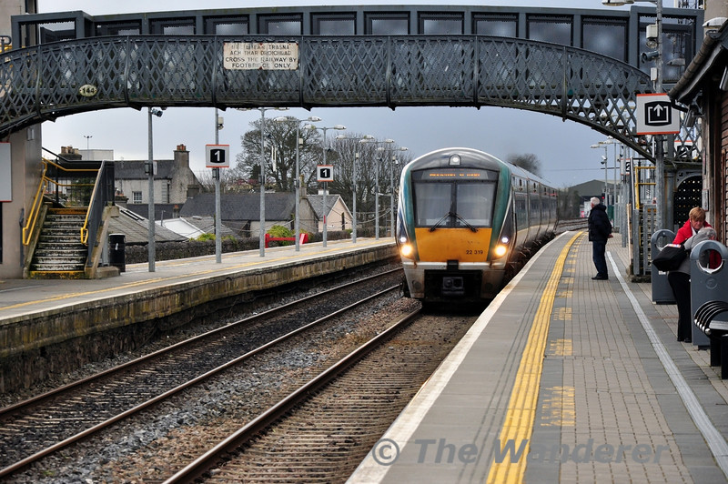22019 arrives at Portlaoise with the 1220 Cork - Heuston. Thurs 27.02.14