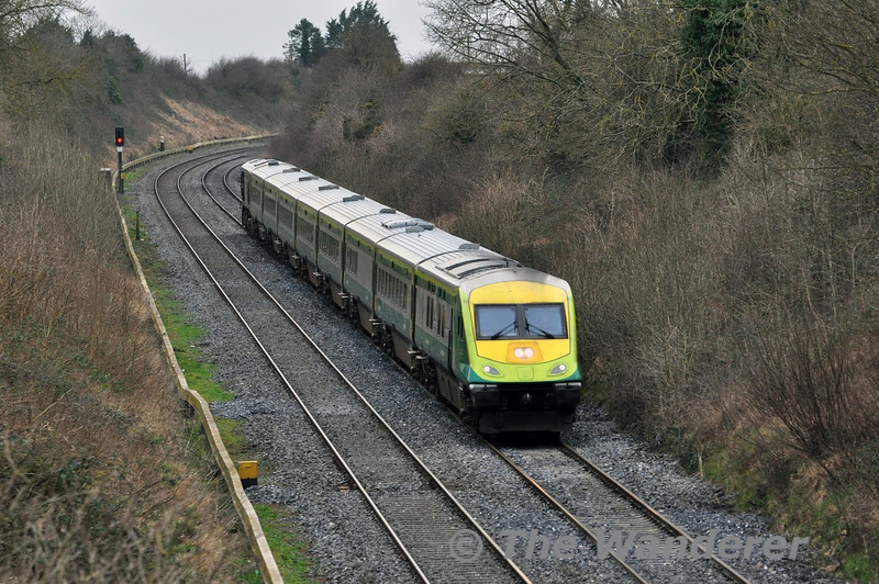 4006 leads the 1020 Cork - Heuston past Loughbrown between Kildare and Newbridge. Sat 22.02.14