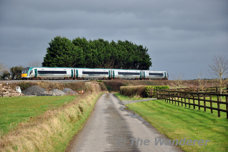 About the only burst of sunshine for the entire day. We see 22017 for a 2nd time as it heads back to Heuston with the 1320 Commuter service from Portlaoise at Killinure. Sat 22.02.14