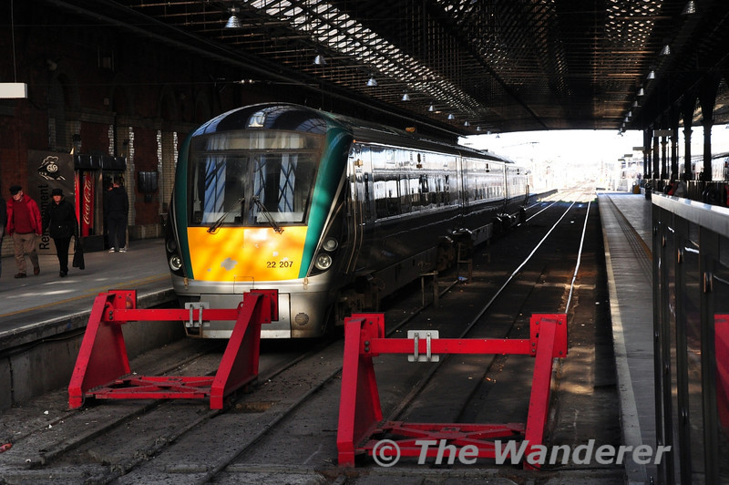 22007 stabled at Connolly. It would be forming one half of the 1705 to Longford. At Longford there would be a bus transfer to Carrick-on-Shannon and a 2nd train to Sligo due to flooding on the line. Thurs 27.02.14