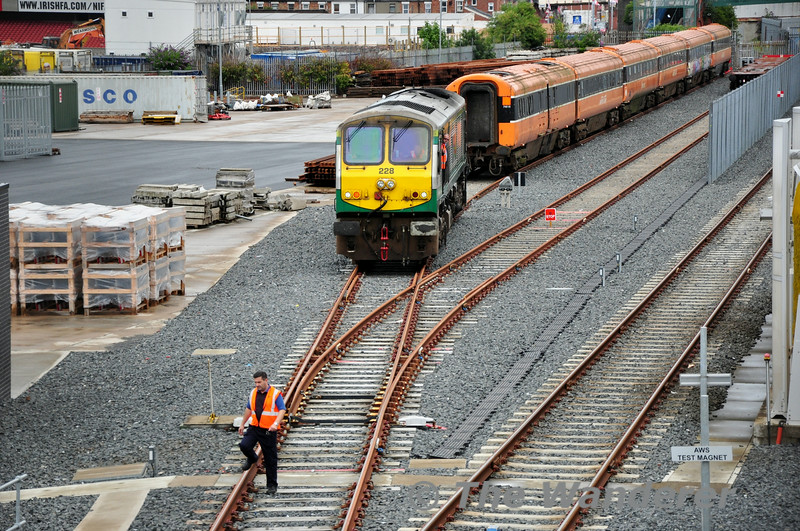228 leaves the MKIII carriages to their fate at the hands of the scrapman. It will now operate Light Engine back to Dundalk and later that day to Connolly. Sun 20.07.14