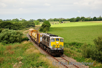 072 passes Killinick. 0700 Waterford - Rosslare Strand Weedspray Train. Mon 21.07.14