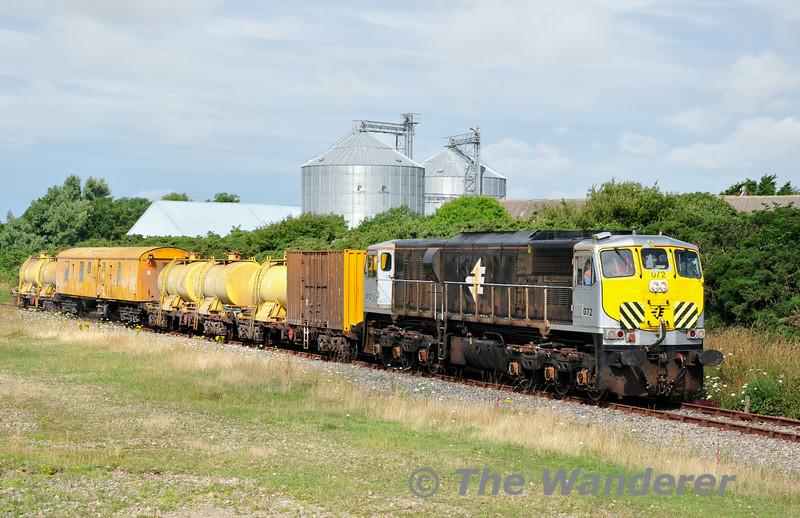 072 passes the silos at Bridgetown. 0700 Waterford - Rosslare Strand Weedspray Train. Mon 21.07.14