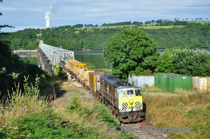 072 at the Barrow Bridge. 0700 Waterford - Rosslare Strand Weedspray Train. Mon 21.07.14