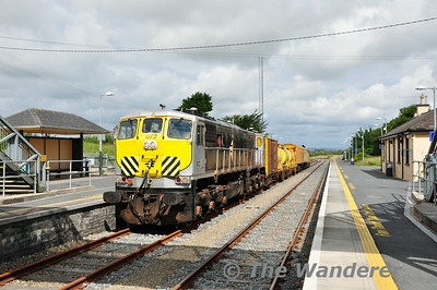 072 stands in the loop road at Rosslare Strand. 0700 Waterford - Rosslare Strand Weedspray Train. Mon 21.07.14