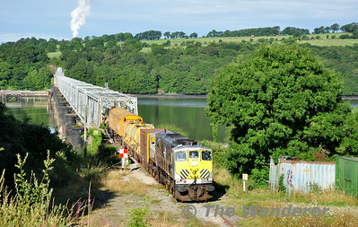 072 at the Barrow Bridge. 0700 Waterford - Rosslare Strand Weedspray Train. Mon 21.07.14