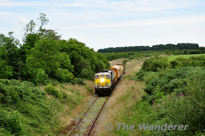 072 passes through a section of overgrown track at Killinick. 1010 Rosslare Strand - Waterord Weedspray Train. Mon 21.07.14