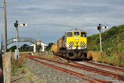 072 at Wellington Bridge. 0700 Waterford - Rosslare Strand Weedspray Train. Mon 21.07.14