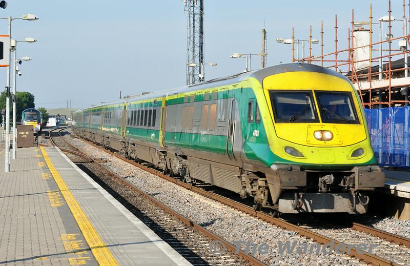 4008 passes Portlaoise with the 0700 Cork - Heuston Express. Fri 25.07.14