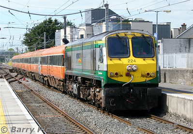 On Thursday 12th June, 224 brought a scrap rake of MK3 carriages from Dublin's North Wall to Dundalk. The following Sunday they would be brought onto Belfast Adelaide Depot for scrapping. Thurs 12.06.14