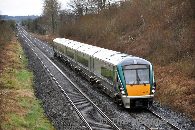 Shortly after the timber passed Hybla (which can be seen in the backround), 22040 passes with the 1420 Portlaoise - Heuston. Sat 22.03.14