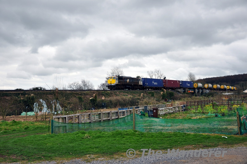 073 departs from Portarlington with the 1130 Waterford - Ballina DFDS Liner. Mon 17.03.14