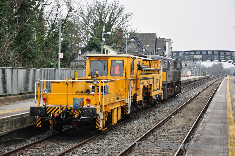 Tamper 740 being hauled by 071 passes through Portlaoise Station. 1030 Kildare - Portlaoise Per Way Yard. Thurs 13.03.14