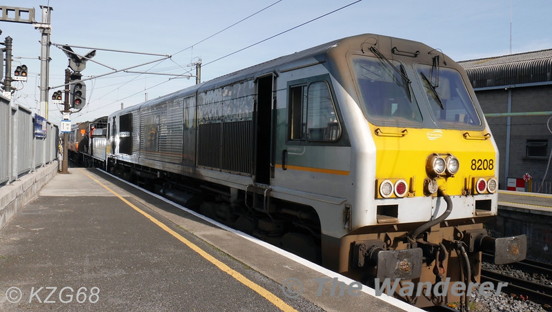 (8)208 arrives at Connolly hauling the RPSI's 461. Also in the consist for braking purposes is BR Van 3185. 461 will be in action next Sunday with a RPSI Railtour to Mullingar. Wed 19.03.14. <br /> <br /> Photo courtesy of KZG68
