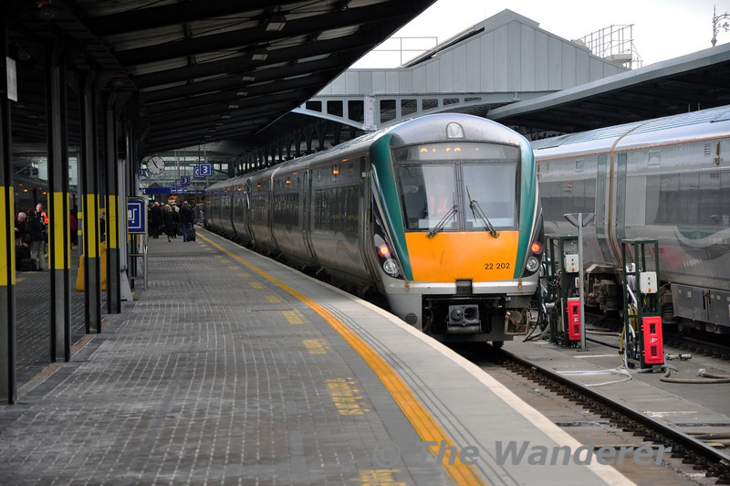 22002 + 22043 stand in at Heuston prior to working the 1325 to Galway later that afternoon. Sat 15.03.14