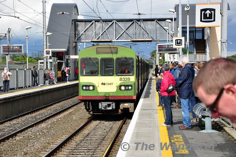 8128 + 8132 + 8105 arrive at Clontarf Road. 1605 Malahide - Bray. Sun 11.05.14